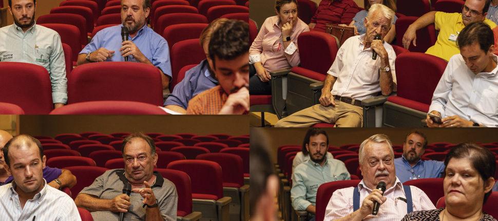pessoas em um auditório