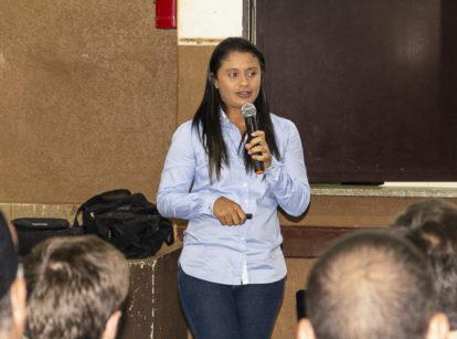 A engenheira agrônoma da filial de Pontal, Daniela Aragão Bacil, falou sobre meiosi e variedades